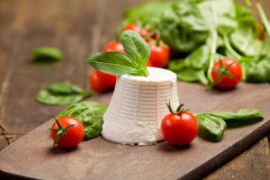 Heerlijke ricotta kaas met verse tomaatjes en basilicum