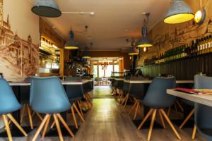 Nieuw interieur pizzeria La Copita te Akkrum